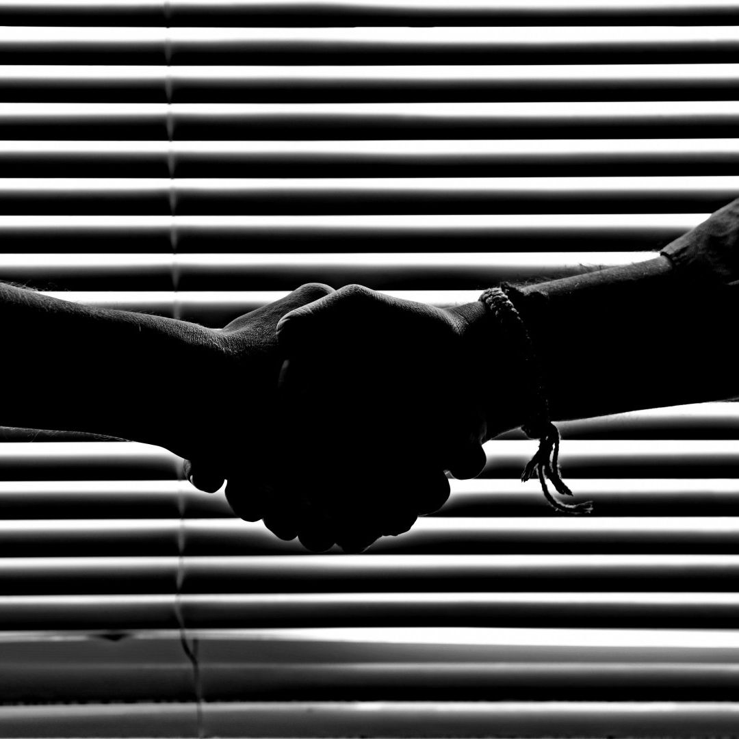 monochrome photography of people shaking hands 814544