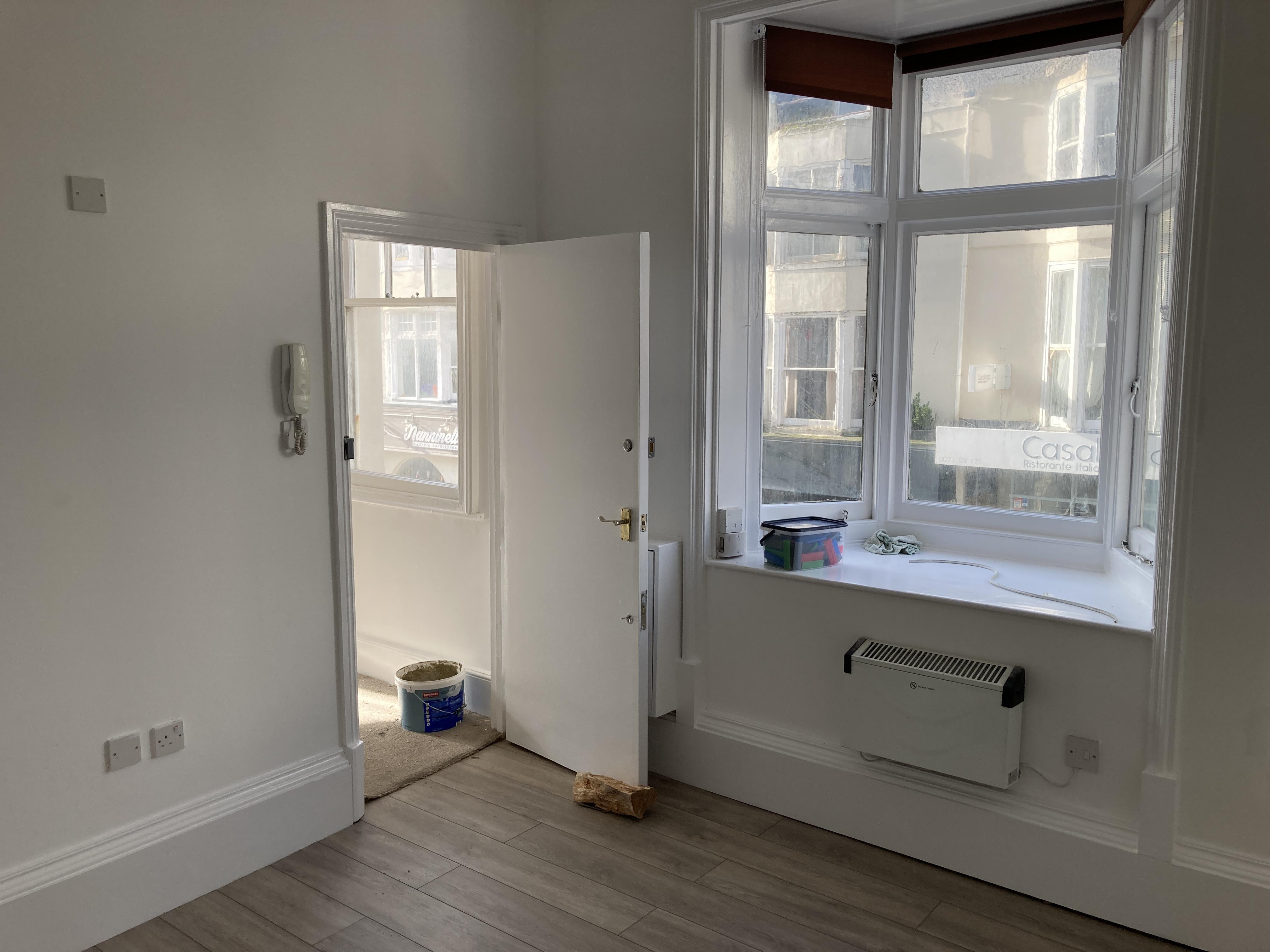 Room 6, 21 Regency Square Brighton image.